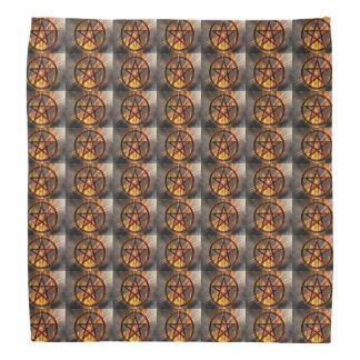 Brennendes Pentagram-Muster Halstuch