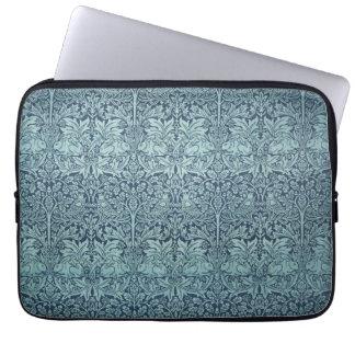 Brer Kaninchen durch William Morris, Textilmuster Laptop Sleeve