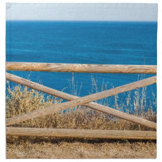 Bretterzaun an der Küste mit blauem sea.JPG Stoffserviette