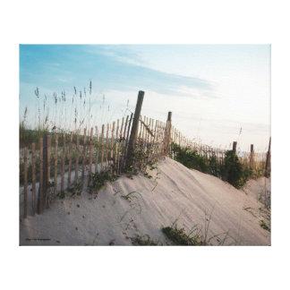 Bretterzaun im Sand Leinwanddruck
