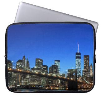 Brooklyn-Brücke und Manhattan-Skyline Laptop Sleeve