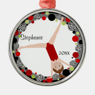 Brown-HaarGymnast im roten, schwarzen u. grünen Rundes Silberfarbenes Ornament