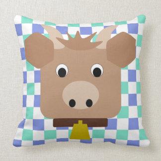 Brown-Kuh auf Karokissen Kissen