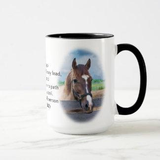 Brown-Pferd mit dem Halter Tasse
