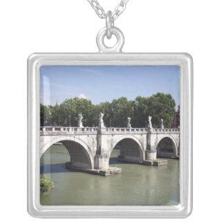 Brücke über dem Fluss Tiber, Rom (Italien). Es ist Versilberte Kette