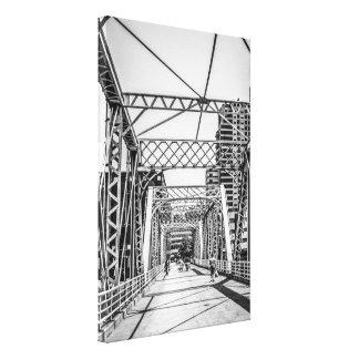 Brücke über dem großartigen Fluss in Grand Rapids Leinwanddruck