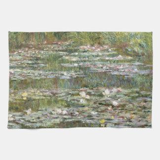 Brücke über einem Teich der Wasser-Lilien durch Geschirrtuch