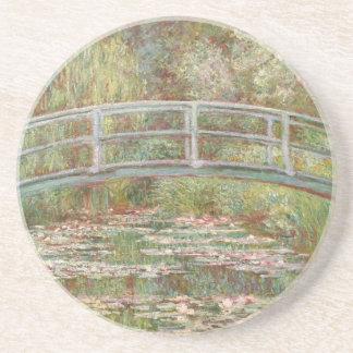 Brücke über einem Teich des Getränkeuntersetzer