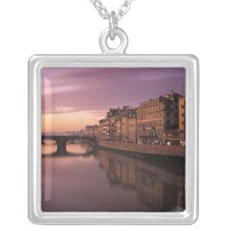 Brücken über dem der Arno-Fluss am Versilberte Kette