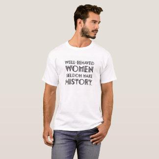 Brunnen benahm sich (2) T-Shirt