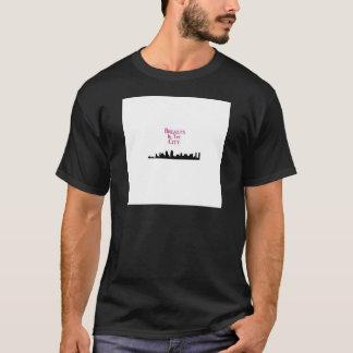 Brüste in den Stadt-Skylinen T-Shirt