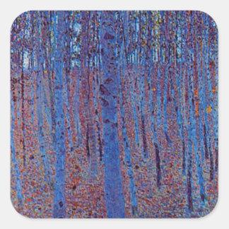 Buchen-Wald durch Gustav Klimt Quadratischer Aufkleber