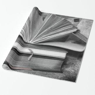 Bücher in Schwarzweiss Geschenkpapier