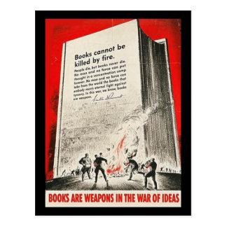 Bücher können nicht durch Feuer getötet werden Postkarte