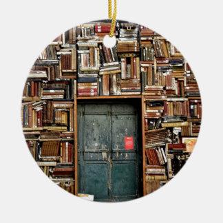 Bücher und Bücher Keramik Ornament