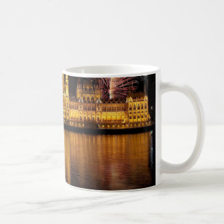 Budapest-Parlament Ungarn mit Feuerwerken Kaffeetasse