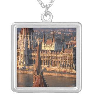 Budapest, Ungarn, die Donau, Parlament Versilberte Kette