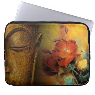 Buddha mit Blumen Laptopschutzhülle