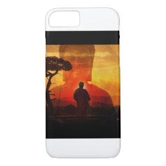 Buddha mit Sonnenuntergang-Hintergrund iPhone 7 Hülle