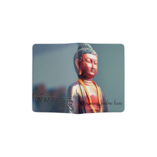 Buddha-Statue und Summen-Text OM Mani Padme Passhülle