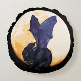 BunnyLuv Halloween Kissen, das Ethan kennzeichnet Rundes Kissen