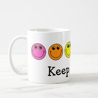 Bunte Smiley behalten das Lächeln Kaffeetasse