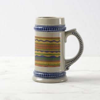 Buntes aztekisches Stammes- Muster Bierkrug