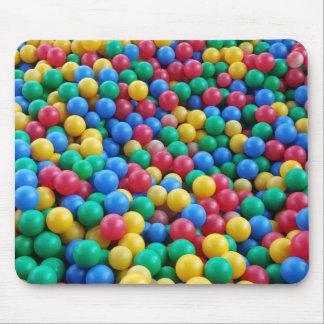 Buntes Ball-Gruben-Ball-Kinderspiel Mauspads