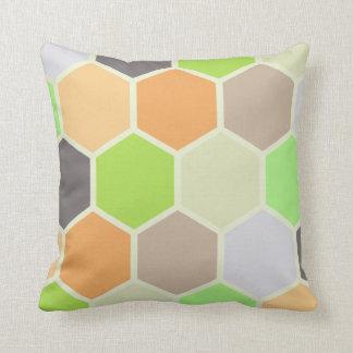 Buntes Hexagon-Kissen (orange, grün u. lila) Kissen