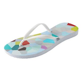 Buntes Mosaik-Muster drehen Reinfälle um Flip Flops