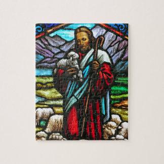 Buntglasbild von Jesus und von Lämmern