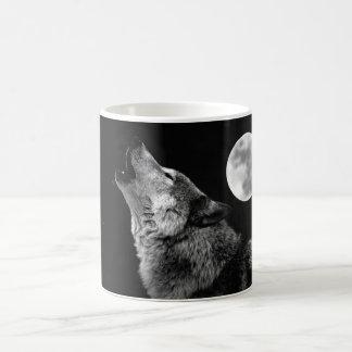 BW-Wolf, der am Mond heult Tasse