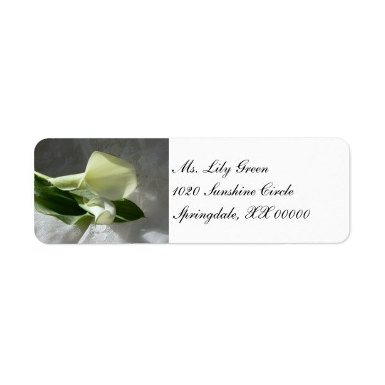 Calla-Lilien auf weißer Spitze Rückversand-Adressaufkleber