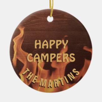 Campings-glücklicher Lagerbewohner-Lagerfeuer Rundes Keramik Ornament