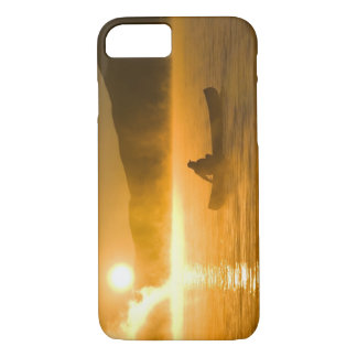 Canoeing in der Lilien-Bucht am Sonnenaufgang, iPhone 8/7 Hülle