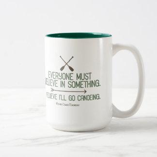 Canoeing | Thoreau Zitat Zweifarbige Tasse