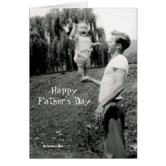 Carte de fête des pères avec le bébé