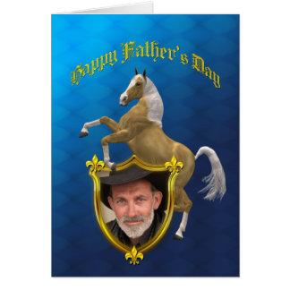 Carte de fête des pères de photo avec un cheval de