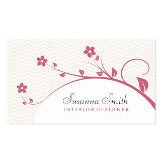 Carte élégante avec des fleurs rouges et chevrón carte de visite standard