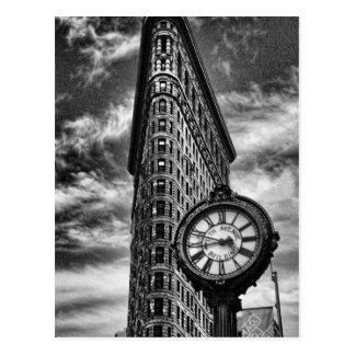 Carte Postale Bâtiment et horloge de Flatiron en noir et blanc