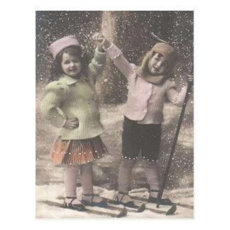 Carte Postale Carte-enfants vintages de Noël sur des skis