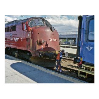 Carte Postale Diesel de NOHAB une fois couplé devant le train de