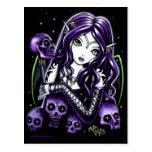 Carte postale pourpre de féerie de crânes de bella