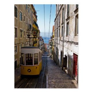 Carte Postale Rue et tramway de Lisbonne l'alto de Bairro