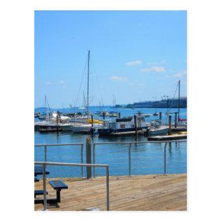 Carte Postale Vue de lac sailBoats de port de lac de ville de