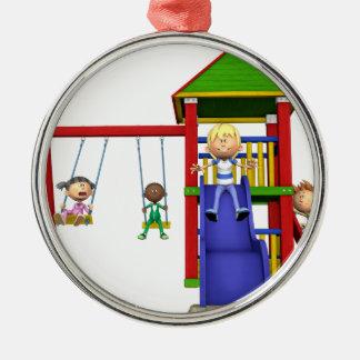 Cartoon-Kinder an einem Spielplatz Silbernes Ornament