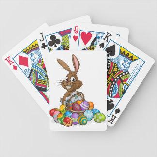 Cartoon-Osterhase mit Ei-Korb Pokerkarten