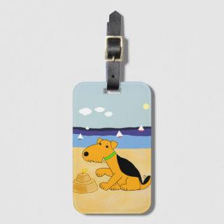 Cartoonairedale-Terrier am Strand-Gepäck-Umbau Gepäckanhänger