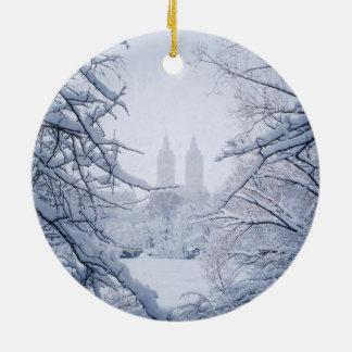 Central Park gerahmt im Schnee und im Eis Rundes Keramik Ornament