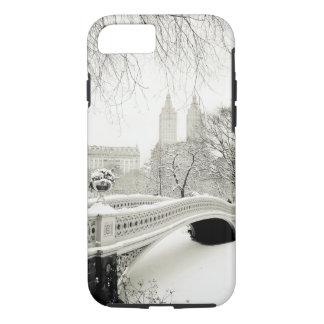 Central Park-Winter - Schnee auf Bogen-Brücke iPhone 8/7 Hülle